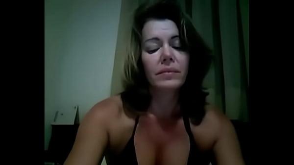 Mulher peladas se masturbando na camera
