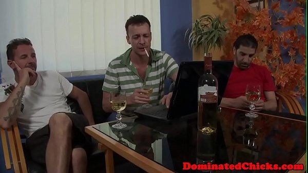 Жена уснула в гостях секс видео