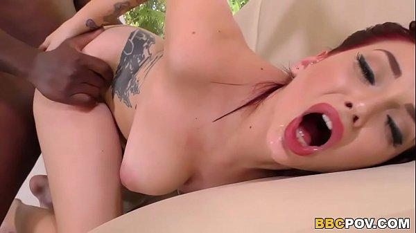 Видео зрелая показывает свою вагину