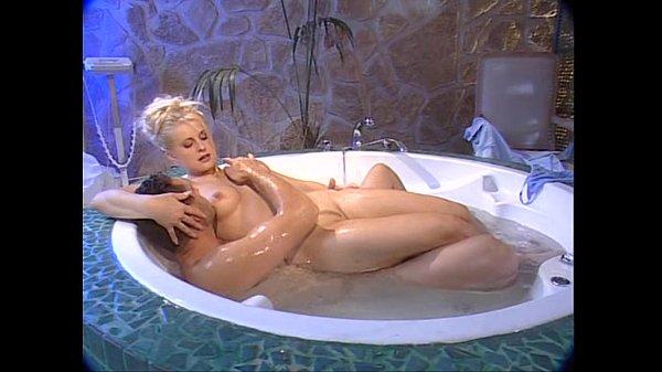Порно сискастую мамашу трахнул в бане классную