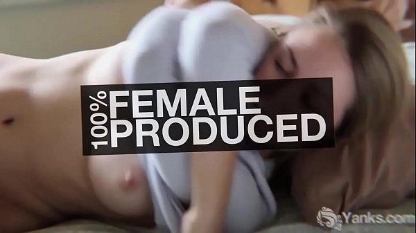 Девушки выжимающие молоко из сисек видео