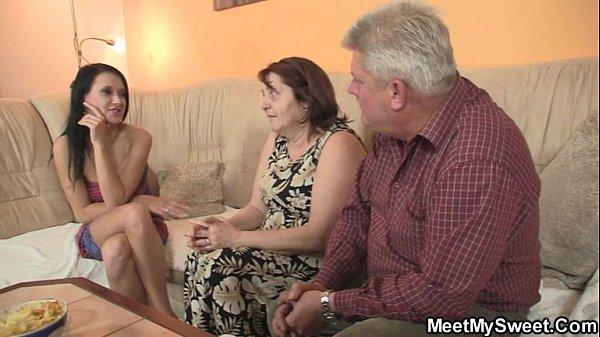 Порно муж с женой обучают сексу девушку