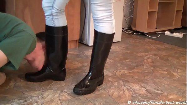Приказала почистить сапоги почистить сапожки приказала голые женщины видео
