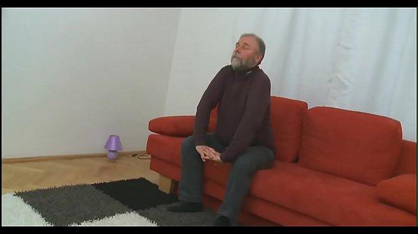 Порно онлайн лижет сочный клитор