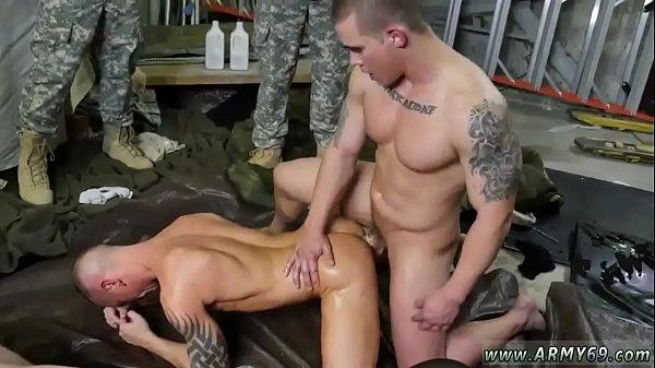 И геи голые в клубе видео