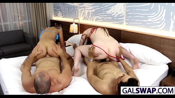 밍키넷 틴걸들의 화끈한 섹스 그리고 아빠들의 존슨을 사까시하는 딸들