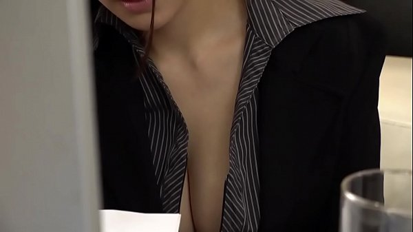 Bos pemerkosaan staf yang indah dan payudara besar