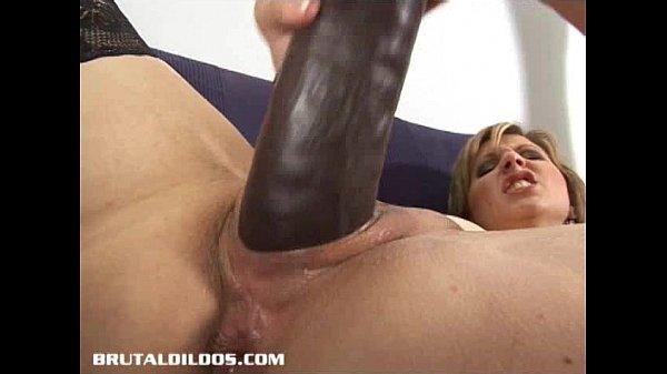 Порноонлайн огромный самотык в пизду