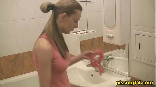Порно фото галереи в туалете клуба