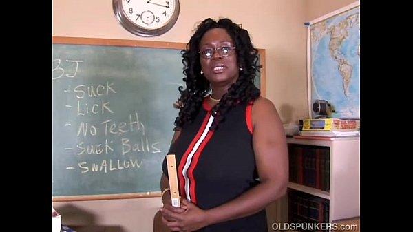 Трахает сексуальную училку