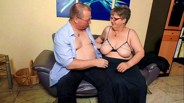Смотреть дочка и папаша в домашнем порно