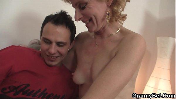 Японская мама соблазнила порно