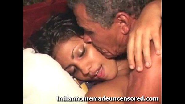 Смотреть порно в хорошем качестве парень девственник первый раз уви