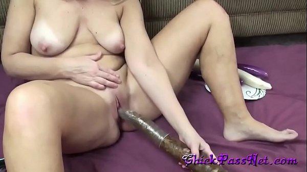 amateur-milf-anal-masturbating-with-vegitables
