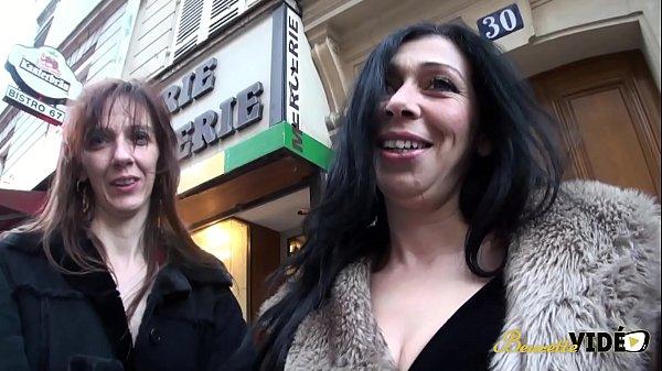Clara et Sarah se partagent quatre bites