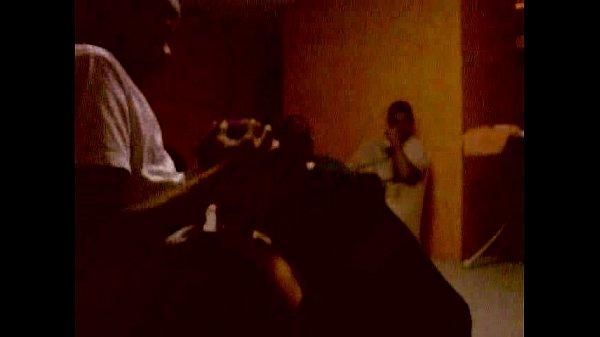 Порно видео в подвале ебут трое наташу