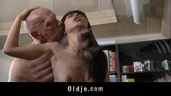 Секс с старой азиаткой