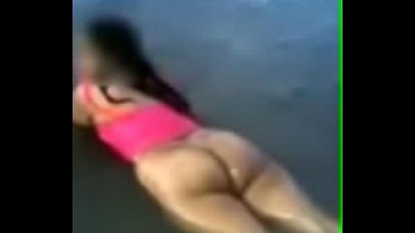 Любительские фото женщин на пляже в купальниках