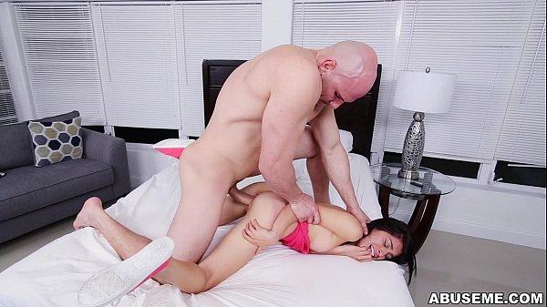 سكس مع مرات ابوه عنيف علي سرير النوم sex