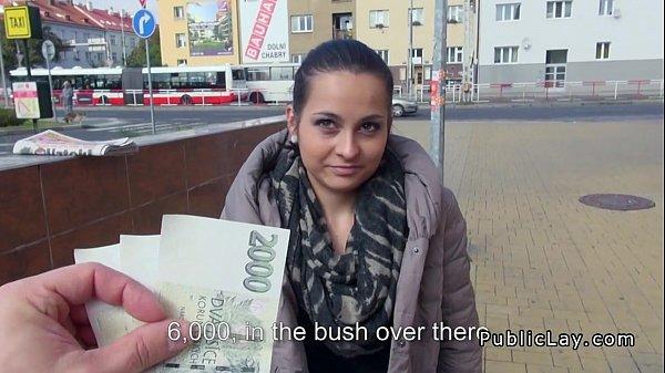 Трахнул чешскую женщину на улице за деньги