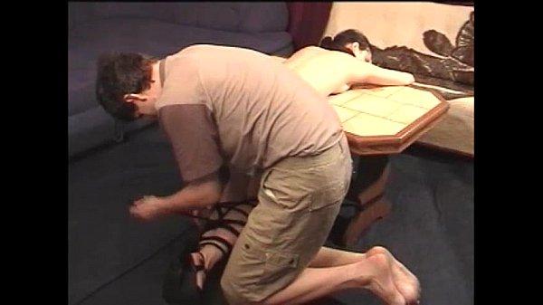 Порно ебут жопастую брюнетку