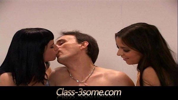 Порно видео жесткий трах три члена