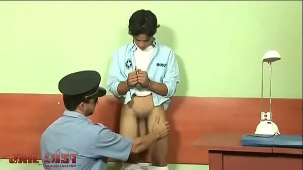 Гей порно с полицейскими писат в рот
