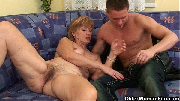 Молодой ебет старушку фото секс