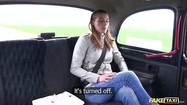 Blonda La Economie Agatata In Taxi Fake Si Fututa De Soferul Excitat