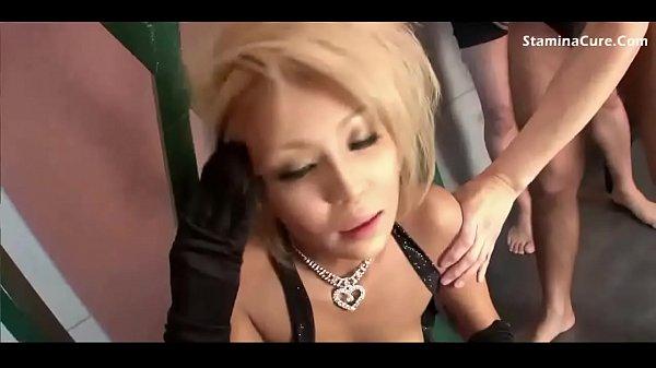 Жесткий порно фильм грязный массажист сунул голову пизду