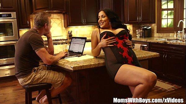 Смотреть порно мама мия