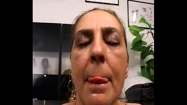 Нарезка волосатую итальянку анал