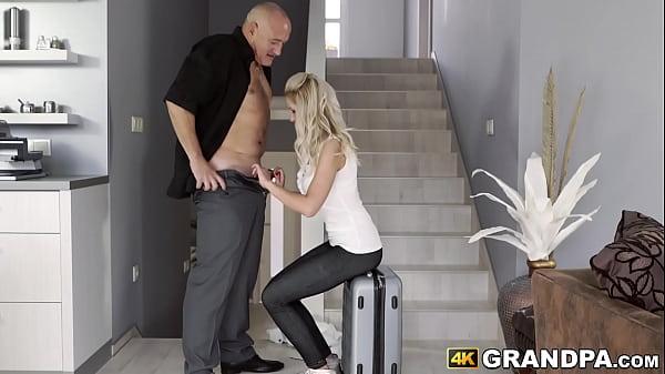 Порно миньет от пожилой шикарной женщины