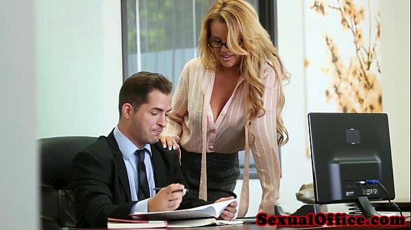 Секс в офисе реал, порно видео hd миньеты короткие