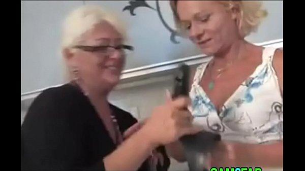 Порно ролик опытная брюнеткасоч1т малышу