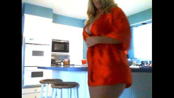 Порно видео онлайн мама дрочит на кухне
