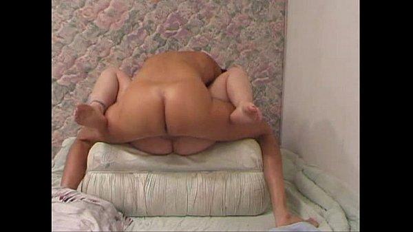 Лесбиянки на большой кровати секс