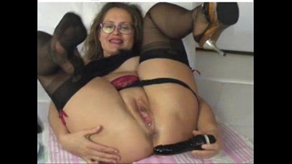 Огромный фаллос у девушки в попе фото