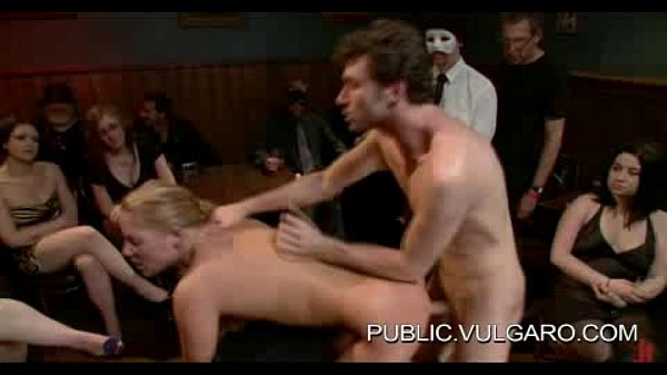 Публично унизили порно