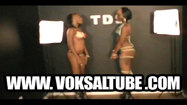Порно фото танец мулатки