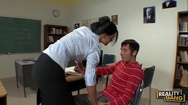 Студент ебёт в анал учителя India Summer