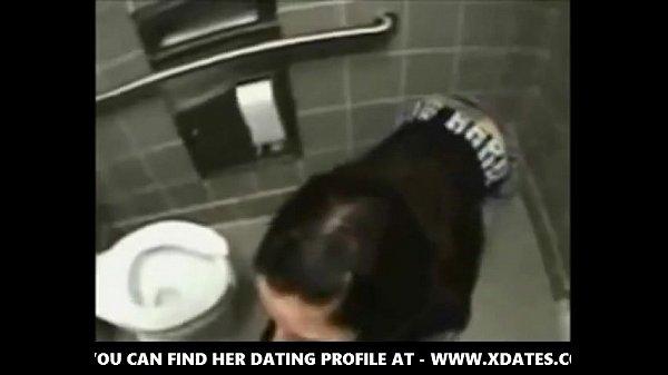 Порно в туалете русское школьницы