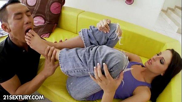 Девочка дала снять с себя трусики и сильно трахнуть