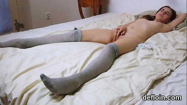 Колготки и трусики с раздвинутыми ногами