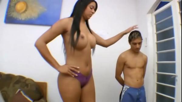 Порно высокая девушка и низкий мужик, фото сисек зрелых толстушек