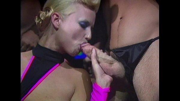 Порно с 3 мя блондинками