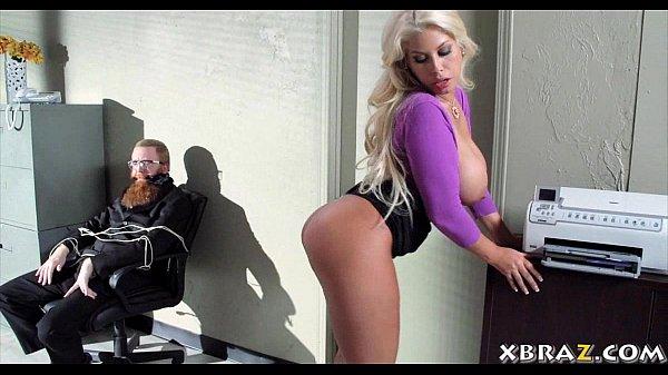 Порно с блондинками принуждение смотреть