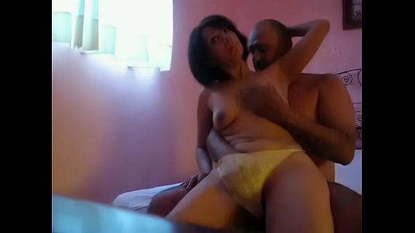 Cuarentona con su esposo video robado