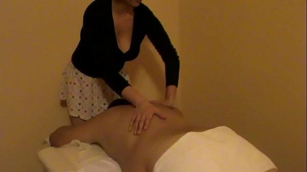 Radics Elena haciendo masaje relajante sobre la mesa special, un video mas.