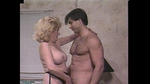 Порно ролики старых бабок трахают в жопу